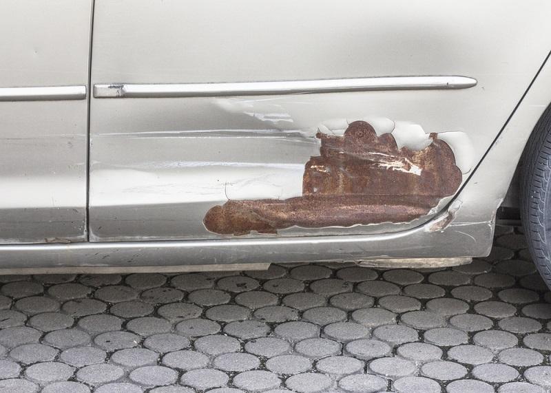 como proteger tu auto del a humedad