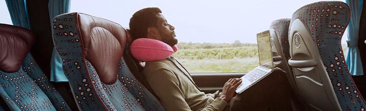 transporte de pasajeros persona sentada